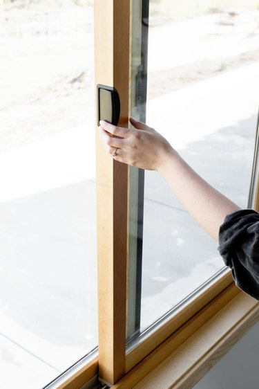 Hand opening sliding window