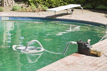 Swimming pool with cleaning device