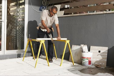 Do-it-yourself repairing urban home
