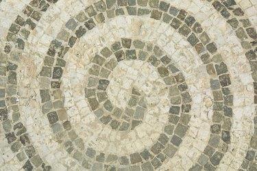 Swirl design in tile