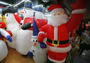 Christmas Ornaments Sold To Global Customers In China