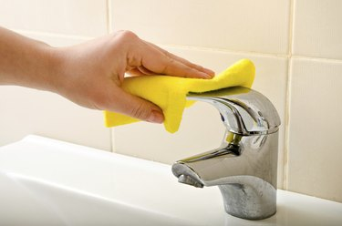 hand cleans tap