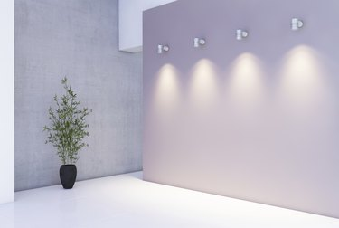 Presentation wall with light