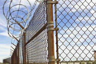Circle Barb Wire Fence