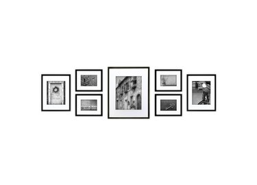 7 different picture frames in varying sizes