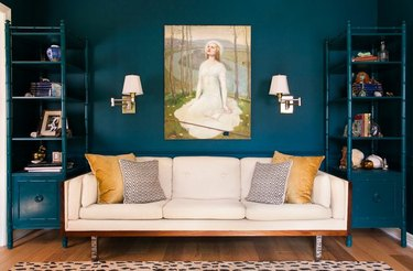 room with teal paint
