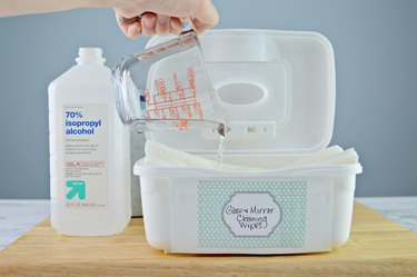 Glass and mirror cleaning wipes you can make at home