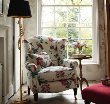 English cottage lounge chair
