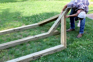 Line up 6' post to be flush with side pieces | hammock stand DIY