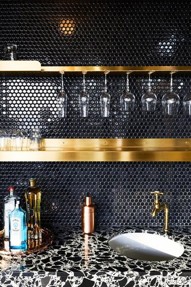 round penny tile at wet bar