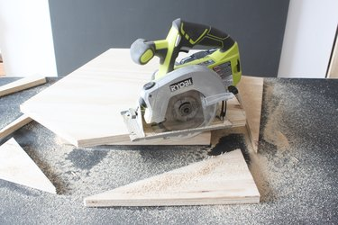 Defining the shape with a circular saw