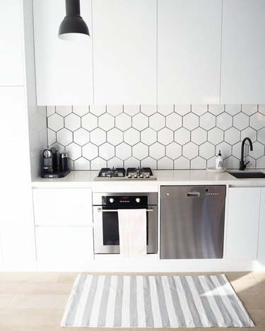 A Black and White Kitchen Looks So Good, It Doesn't Even Need Color