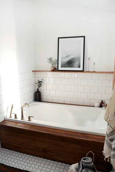 wood detail bathroom