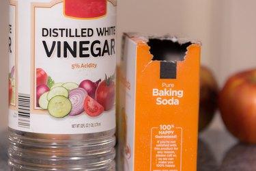 Homemade Shower Cleaner Using Vinegar and Soda