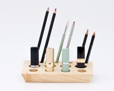 wood lipstick holder