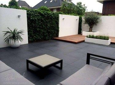 peter hoek black tile small modern garden with stucco walls