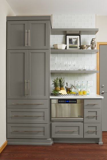 long bar-style handles kitchen
