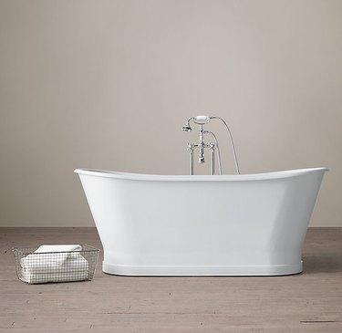 soaking bathtub