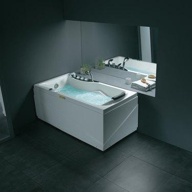 Newbury Luxury Whirlpool Tub