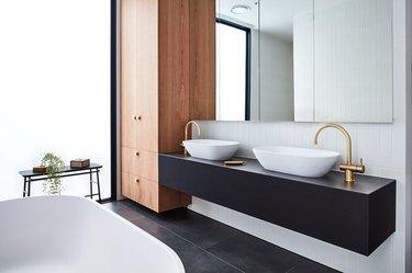 black and white bathroom