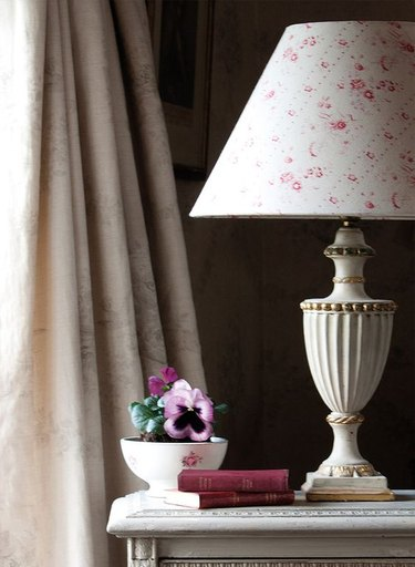 english cottage table lamp