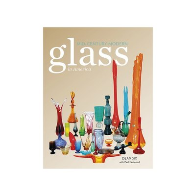 Illustrated with over 690 brilliant color and black and white photos, the engaging text takes readers through the Mid-century Modern glass made in America.