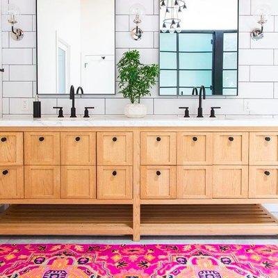 Flawless Color Play Creates an Unforgettable Bathroom