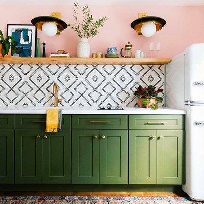 Retro Hues Inspire a Contemporary Kitchen