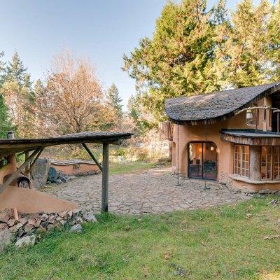 Airbnb cob cottage