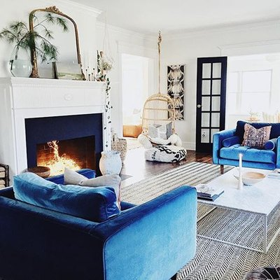 Chic Velvet Chairs Elevate a Contemporary Living Room