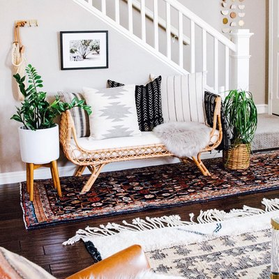 This Boho-Chic Sitting Area Is a Brilliant Solution for Awkward Entryways