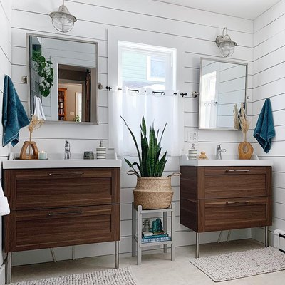 BRB, Filling Our Home With Baskets of Plants to Copy This Chic Bathroom
