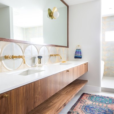 Budget bathroom remodel with geometric details and area rug