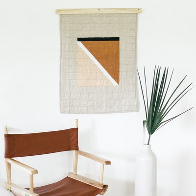 diy modern quilt hanging and quilt hanger