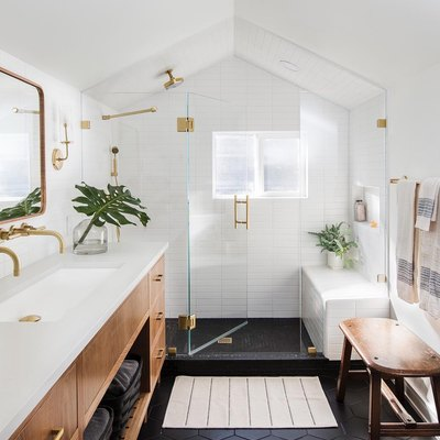 How to Nail Black-and-White Minimalism in Your Bathroom