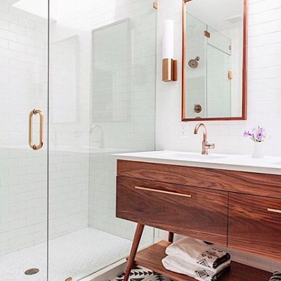 Midcentury Meets Contemporary in This Stunning Bathroom