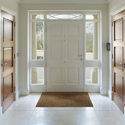 The Difference Between a Foyer & a Vestibule