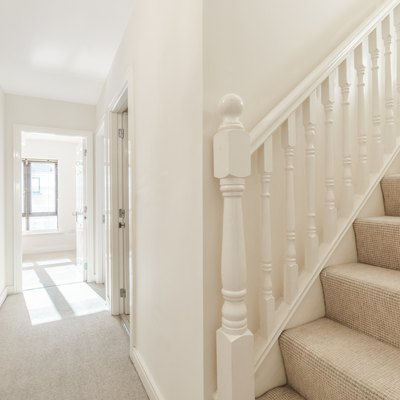 How to Glue Carpet to Stairs