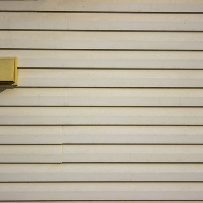 How to Install Vinyl Siding With a J-Channel