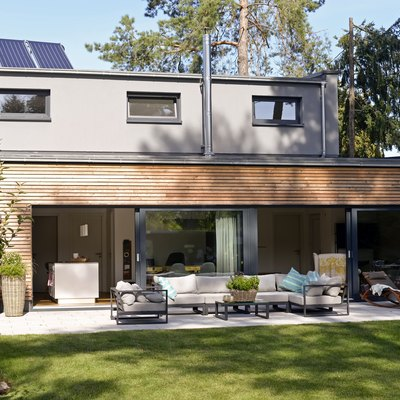 Modern detached house with terrace and garden