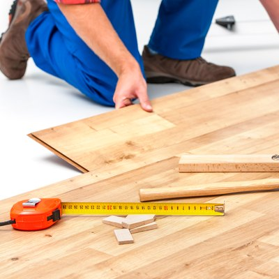 How to Change Directions When Laying Laminate Wood Flooring