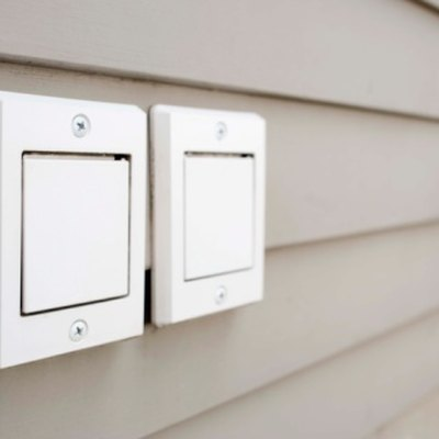How to Remove the Cover From an Outdoor Receptacle