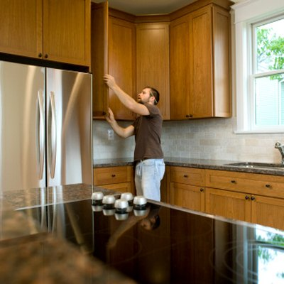 The Best Colors for a Kitchen With Maple Cabinets