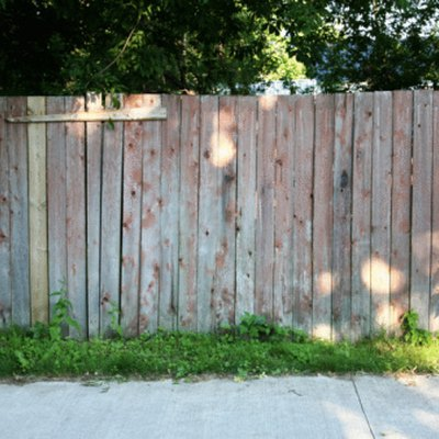 How to Clean Mildew From Wood Fences