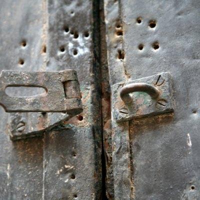 How to Use Bondo to Repair a Door