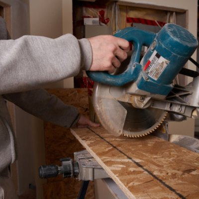 How to Cut a 60-Degree Angle on a Miter Saw