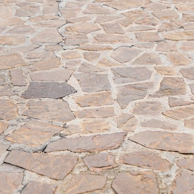 How to Clean Flagstone With Vinegar