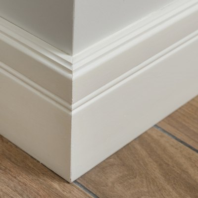 How to Remove Baseboard Moldings