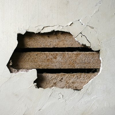 How to Repair Cracks and Holes in Plaster