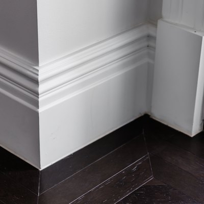 How to Clean Baseboard Moldings